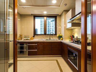 简约宽敞的家庭厨房图片