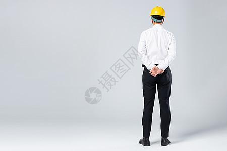 年轻的工程师背影图片