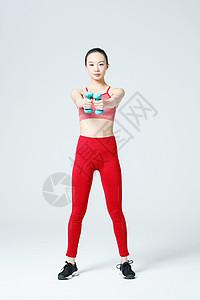 健身女性手举哑铃运动图片