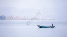 云南大理洱海渔民捕鱼图片