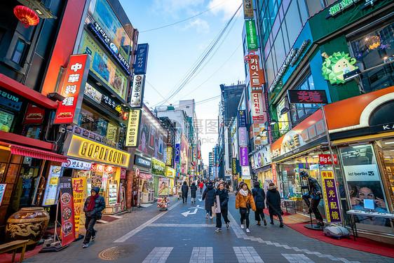 韩国首尔明洞购物街图片