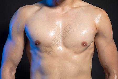 运动男性身材肌肉展示图片