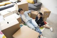 爸爸和女儿搬新家图片