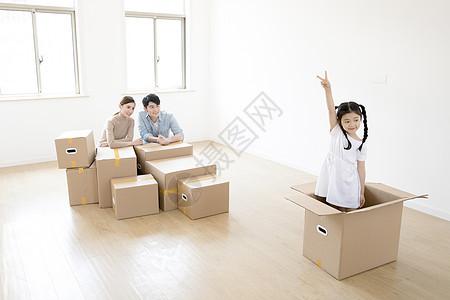一家人一起搬家图片