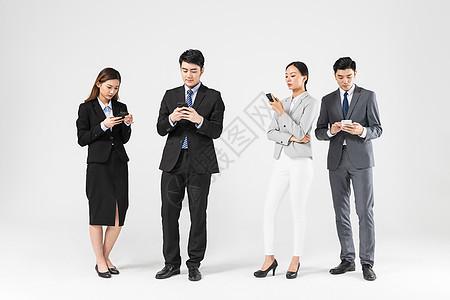 商务团队看手机图片