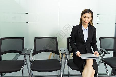 商务女性面试等待图片