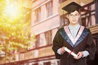 手拿证书的毕业生图片