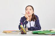 女高中生烦恼困扰表情图片