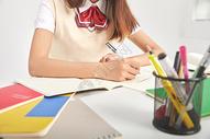 女高中生形象做作业图片