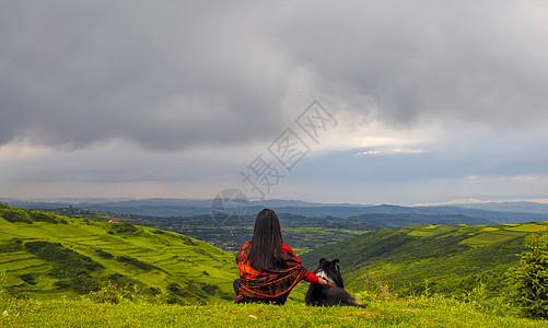 山脉风光女孩和狗图片