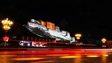 布达拉宫夜景图片