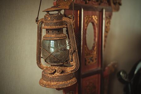 古旧的油灯图片