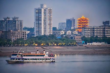 武汉长江上的游船图片
