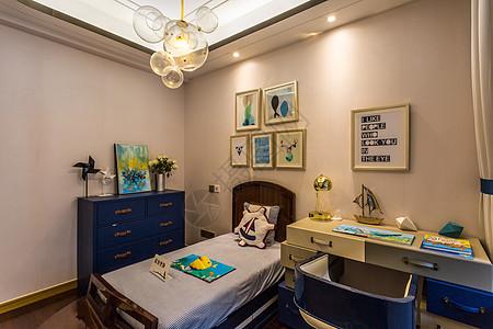 温暖舒适的欧式简约卧室图片