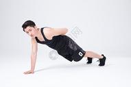 运动健身男性人像俯卧撑图片