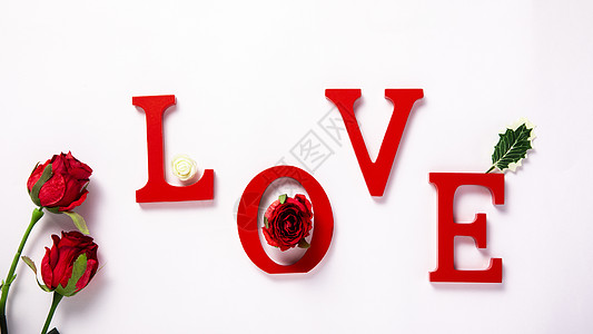 白色背景上的LOVE爱红色字母图片