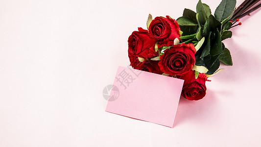 粉色背景上的玫瑰卡片图片