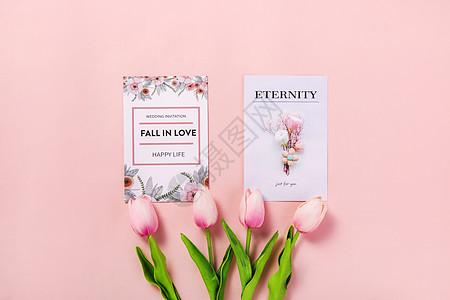 粉色背景上的鲜花卡片图片