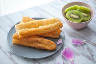精致中式早餐油条豆浆图片