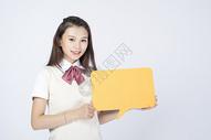 拿着对话框的女学生500907809图片