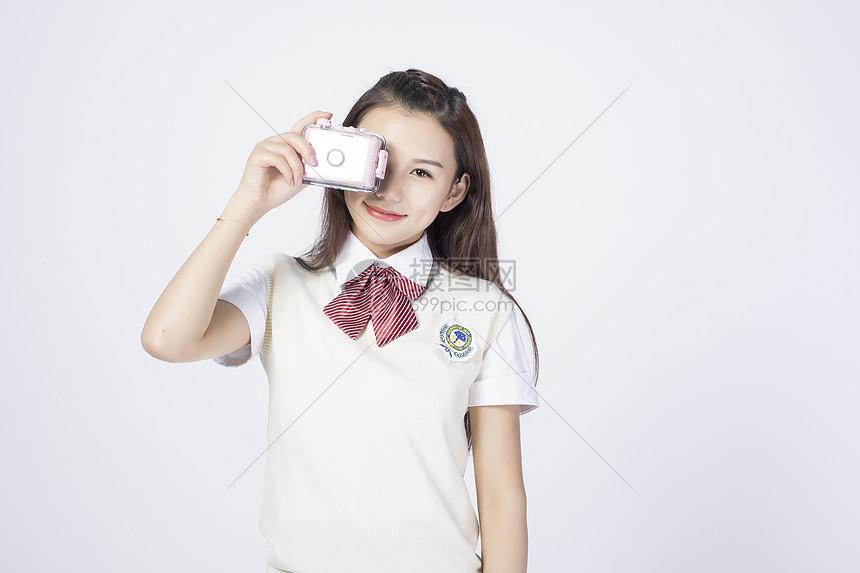 拿着相机的女学生图片
