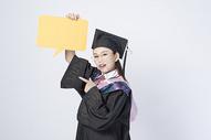 拿着文字框的毕业女学生图片