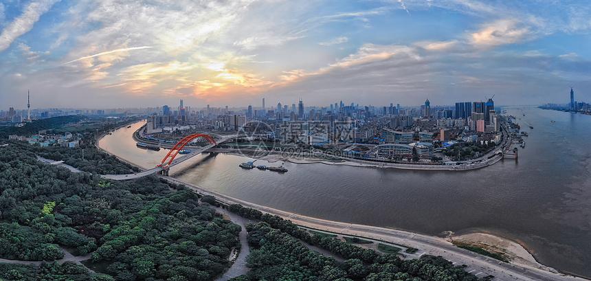 俯瞰武汉长江与汉江交汇处全景图片