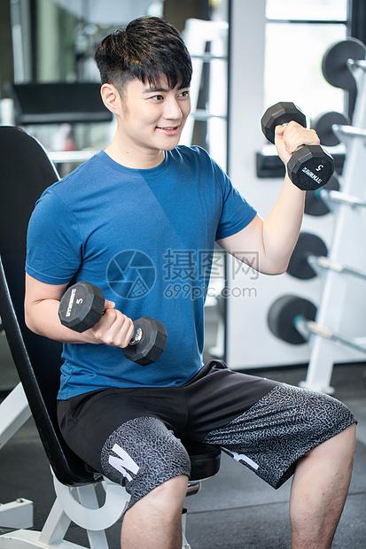 健身房运动男性图片