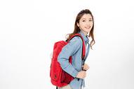 背着书包的女大学生图片
