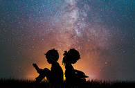 夕阳下儿童剪影图片
