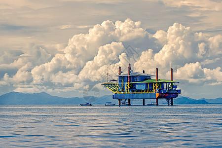 海上钻井台与自然风光图片
