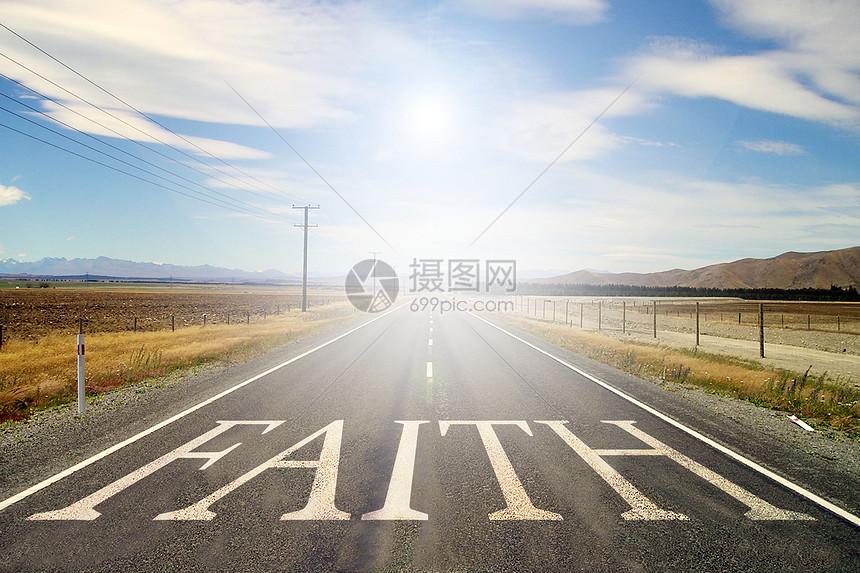 公路上的信仰图片