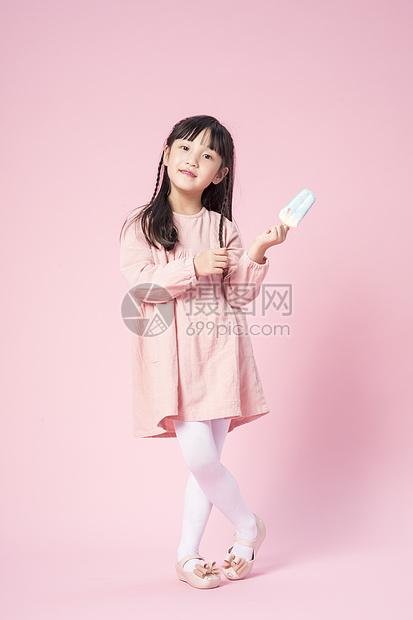 拿着雪糕的小女孩图片