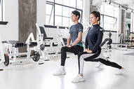 健身房运动健身拉伸热身动作图片