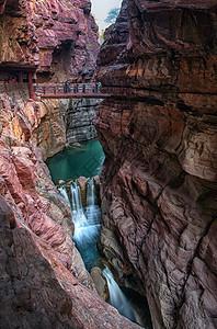 云台山红石峡的峡谷与瀑布图片
