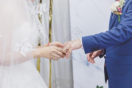 婚礼交换戒指情感表达图片