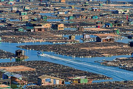 海面上的村庄图片