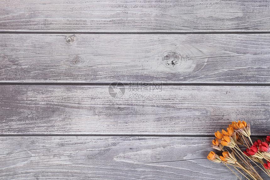 木纹背景和干花图片