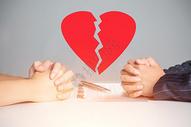 协议离婚的夫妻图片