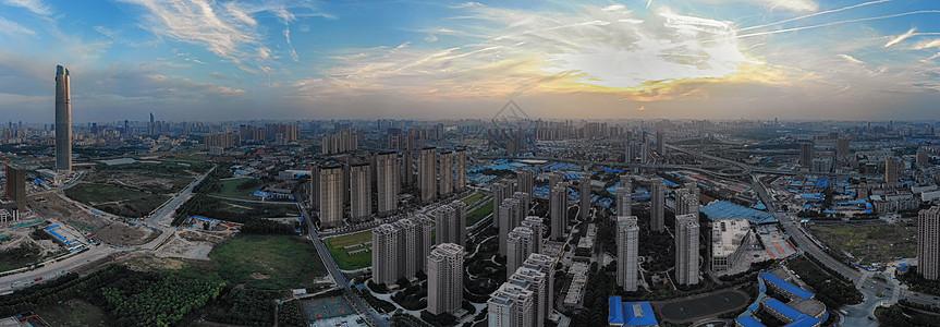 俯瞰夕阳下的武汉中央商务区全景长图图片