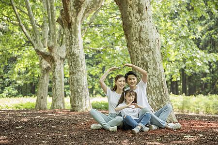 一家人在郊游图片