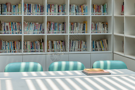 交通大学图书馆书桌图片