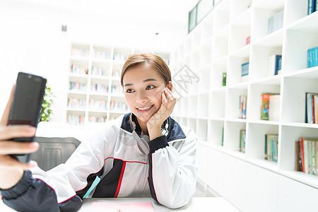 高中生图书馆自拍图片