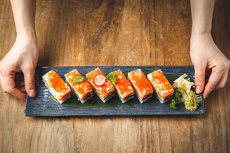 日式鱼籽箱寿司图片