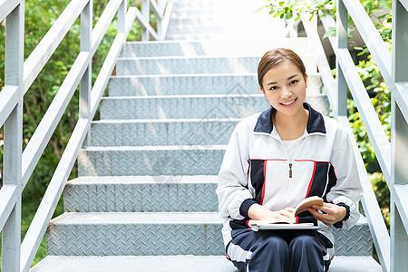 高中生校园楼梯学习图片