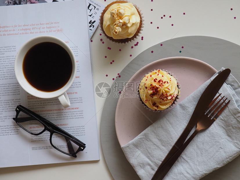 巧克力热奶咖啡图片