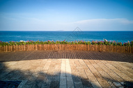 海边空旷的欣赏海景的露台图片