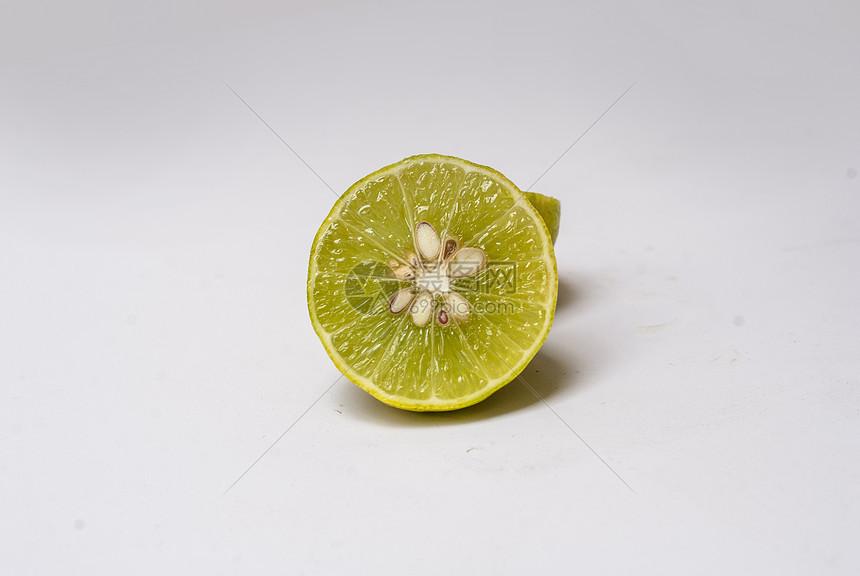 切开的柠檬图片