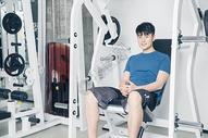 健身房运动男性形象展示图片