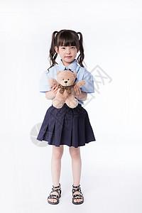 小女孩儿童学生形象手拿玩具熊图片